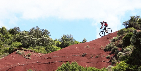 VTT sur le Grand Site de 'la Vallée du Salagou et cirque de Mourèze' - Hérault, le Languedoc © JM. Lallemand